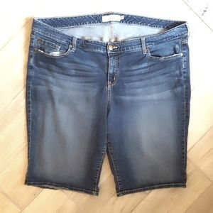 TORRID Jean Denim Sttetch Bermuda Shorts sz 26